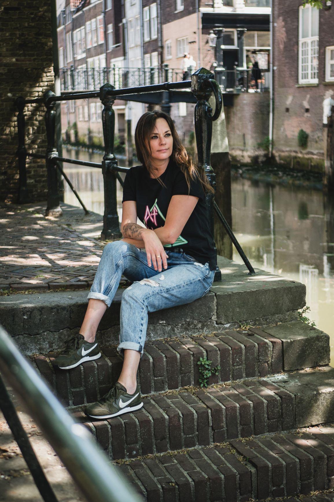 buiten op een trapje in Dordrecht